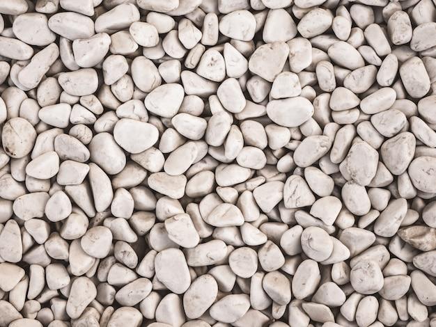 Piedras decorativas, piedras redondas sobre fondo blanco. Foto Premium