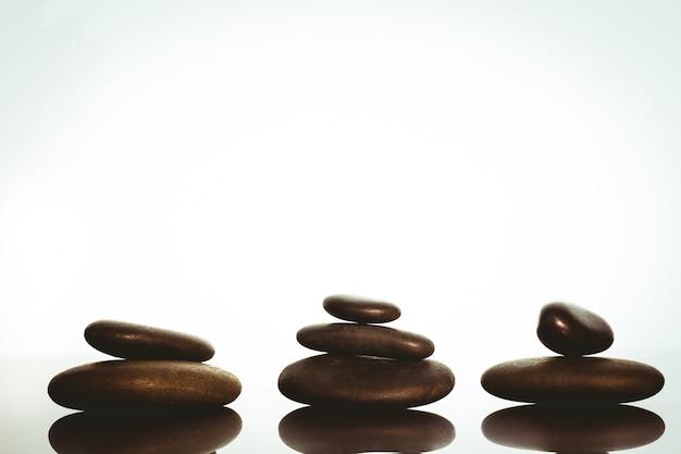 piedras zen equilibrio sobre fondo blanco foto premium - Piedras Zen