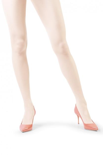 Las piernas de la mujer perfecta en medias blancas aisladas en blanco | Foto Premium