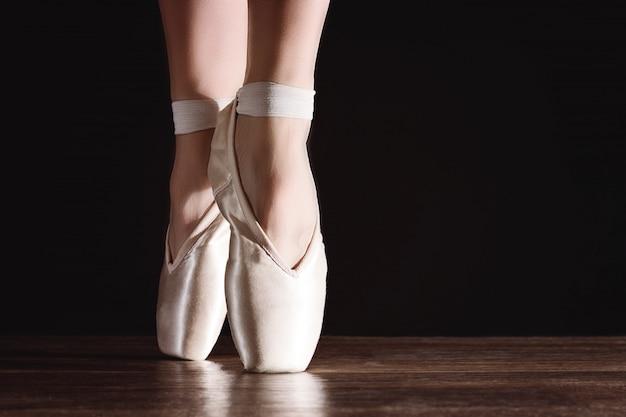 Pies de punta, bailarina bailarina Foto Premium