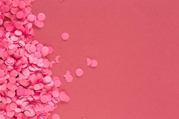 914a117ef6fb Piezas de confeti rosado colorido en rosa