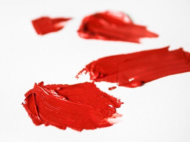 Pinceladas rojas sobre lienzo Foto gratis