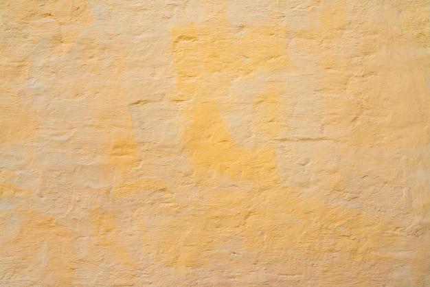 Pintura amarilla y beige en la pared de la casa. Foto Premium