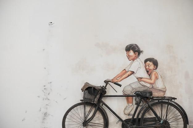 Pintura de niños con bicicleta real Foto gratis