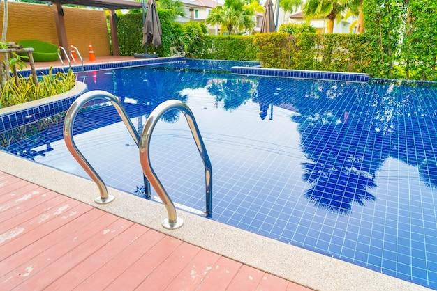 Corrim o e escadas pontual inox for Follando en la piscina del hotel