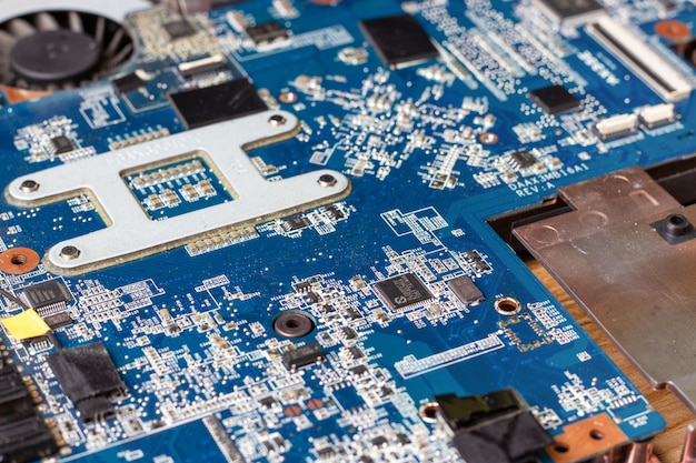 Placa base y microcircuitos de computadora portátil desmontada Foto Premium
