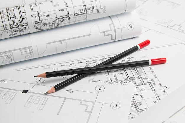 Plan arquitectonico. dibujos de casa de ingeniería, lápices y planos. Foto Premium