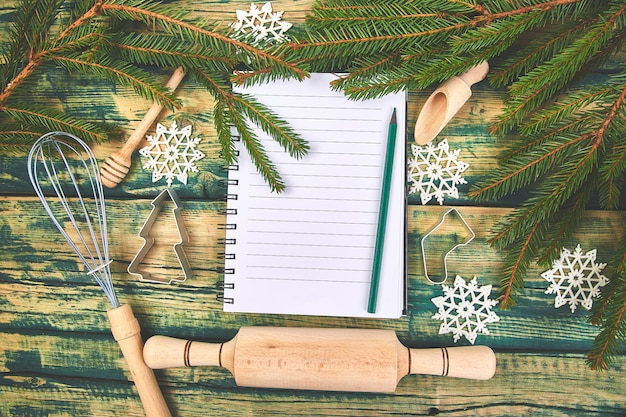 Plan de menú navideño o receta en madera rústica verde Foto Premium