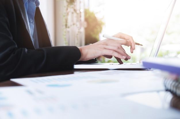 Planificación de análisis de negocio y solución concepto de estrategia objetivo. Foto gratis