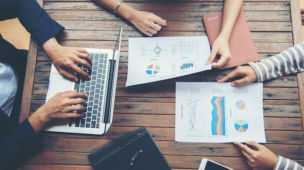 Planificación de negocios corporativa con la carta de asunto Concepto Trabajo en equipo Foto Gratis