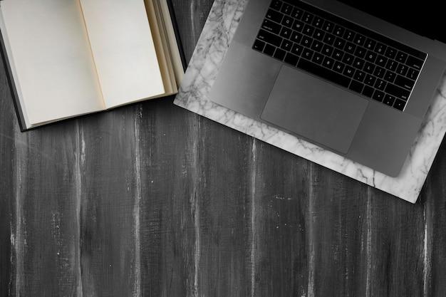 Plano de concepto de escritorio con espacio de copia Foto gratis