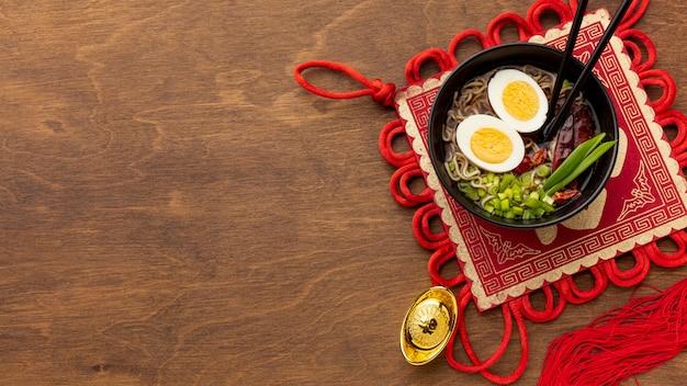 Plato de año nuevo chino con huevos Foto gratis