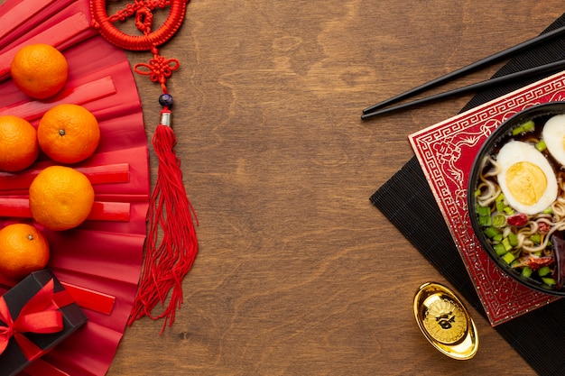 Plato de año nuevo chino con mandarinas Foto gratis