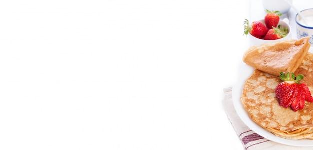Plato con crepes deliciosos Foto gratis