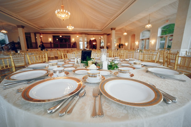 Platos de boda elegantes Foto gratis