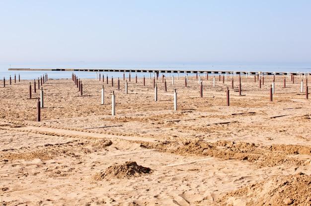 Playa antes de la temporada de verano. Foto Premium
