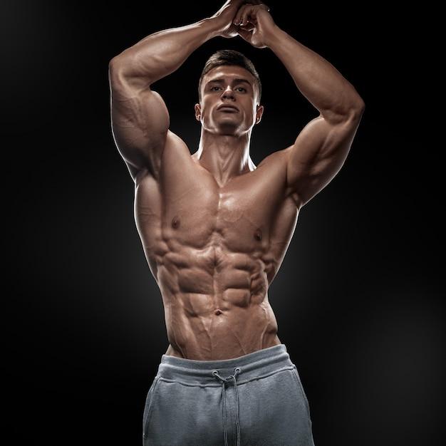 Poderoso atlético joven con gran físico Foto Premium