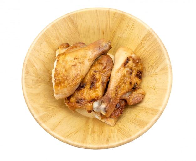 Pollo asado a la parrilla tailandés en el aislante del plato en el fondo blanco, comida tailandesa tradicional Foto Premium