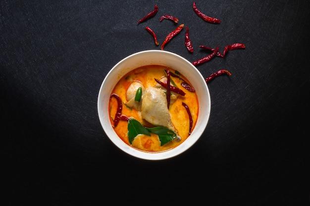 Pollo con de curry brochetas coco al