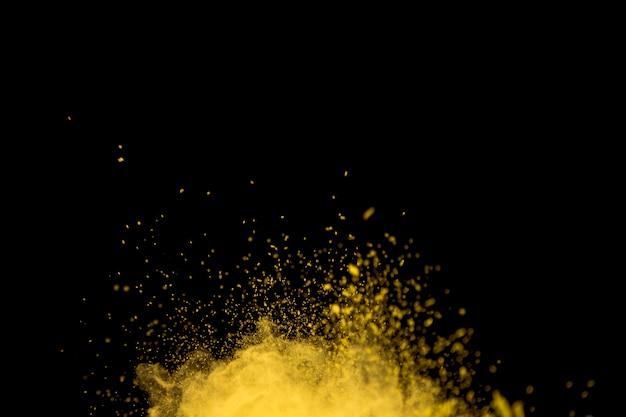 Polvo amarillo vibrante de explosión brillante Foto gratis