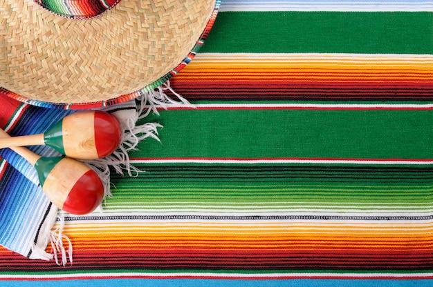 Fondo De Comida Mexicana: Poncho Y Sombrero Mexicano