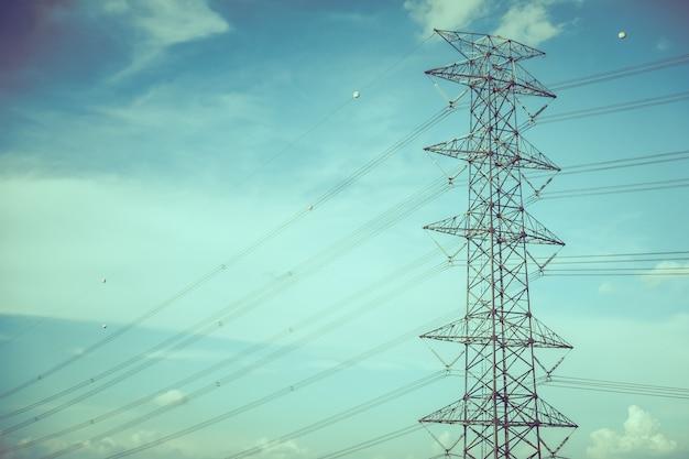 Poste de electricidad Foto gratis