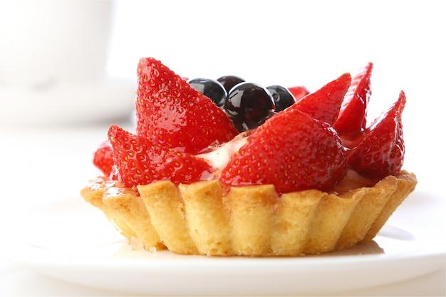 Postre tarta de fresas con arándanos Foto gratis