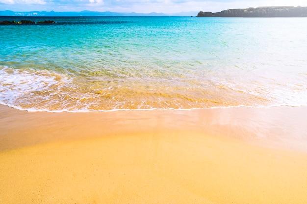 Preciosa playa de verano Foto gratis