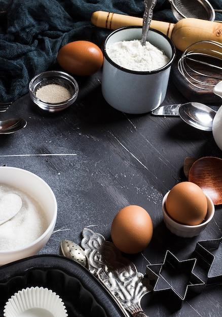 Preparación de los ingredientes de cocción de la cocina para cocinar marco Foto gratis