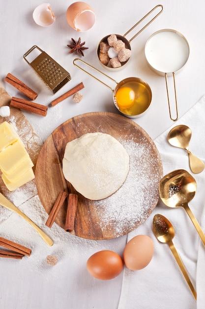 Preparación de masa para panadería. vista superior Foto Premium