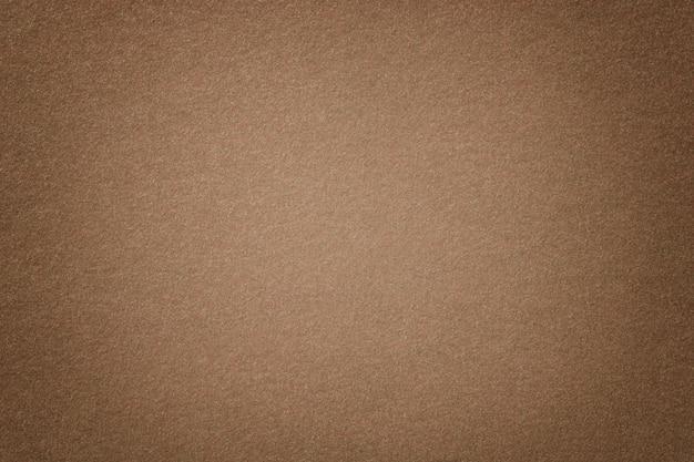 Primer marrón claro de la tela del ante mate. textura de terciopelo de fieltro. Foto Premium
