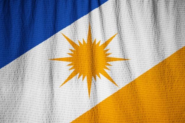 Primer plano de bandeira con volantes do tocantins bandera, bandera de bandeira do tocantins soplando en el viento Foto Premium