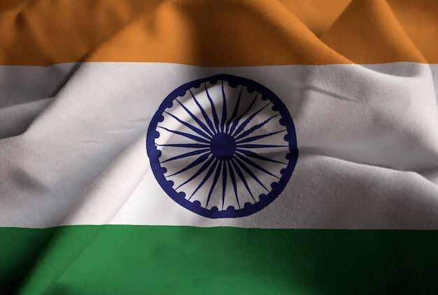 Primer plano de la bandera de india con volantes, bandera de india soplando en el viento Foto Premium