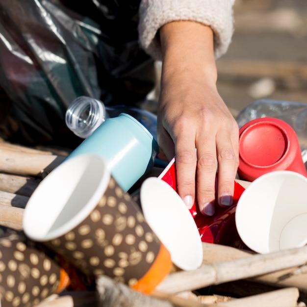 Primer plano de basura en el mar Foto gratis