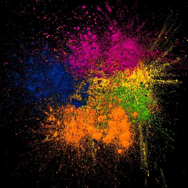 Primer plano de colores brillantes rangoli repartidos en el fondo Foto gratis