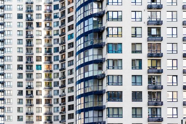Primer plano de construcción de rascacielos terminado Foto gratis