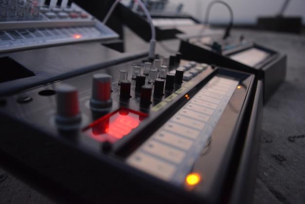 Primer plano de control de música Foto gratis