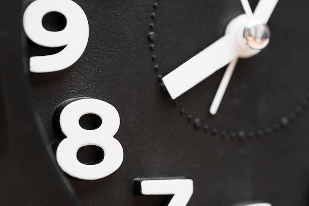 Primer plano extremo de reloj que muestra 8'clock Foto gratis