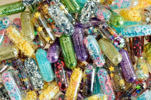 Primer plano de fondo de cápsulas de píldoras brillantes shimmery brillante Foto gratis
