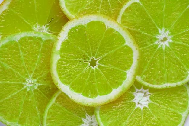 Primer plano de fondo con textura de limón en rodajas Foto gratis