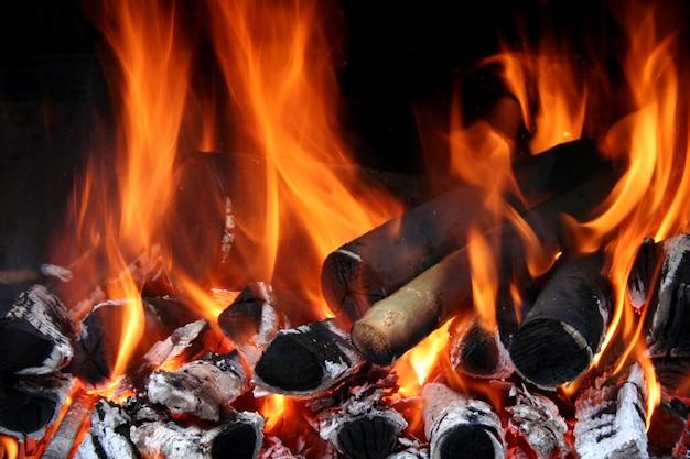 Primer plano de llamas de fuego Foto gratis
