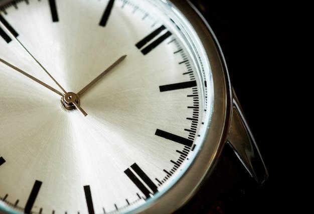 Primer plano macro de un reloj Foto gratis