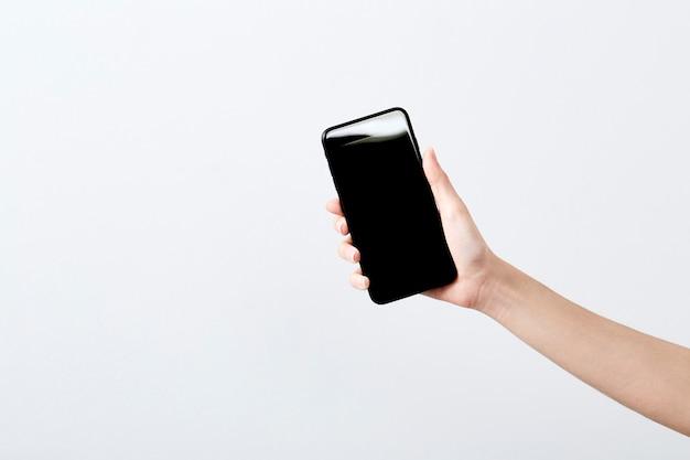 Primer plano de mano mantenga teléfono inteligente Foto Premium