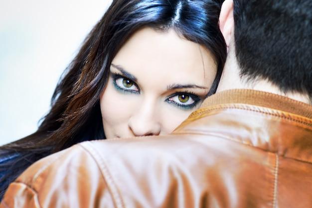 Atención a parejas con una Escort de lujo en Granada