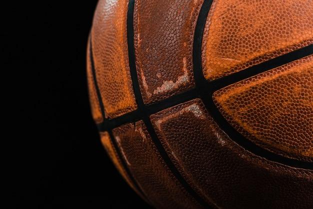 Primer plano de pelota de baloncesto vieja Foto gratis
