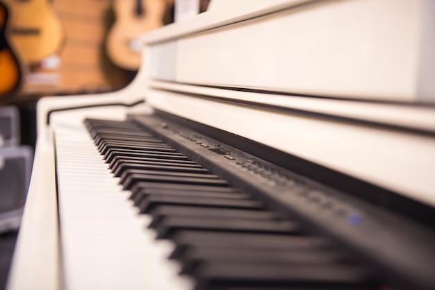 Primer plano de piano blanco Foto Premium