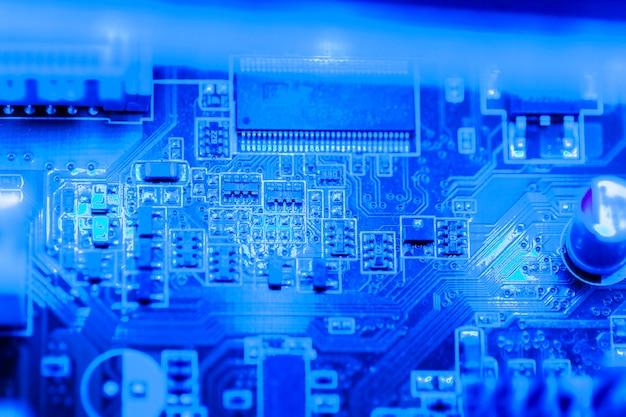 Primer plano de placa de circuito electrónico Foto gratis