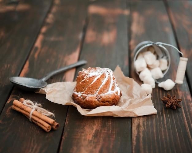 Primer plano de postre dulce con canela Foto gratis