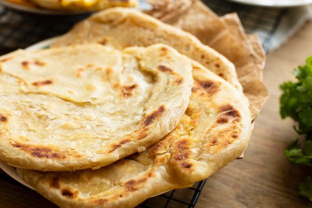 Primer plano sabroso pan de pita blanco Foto gratis