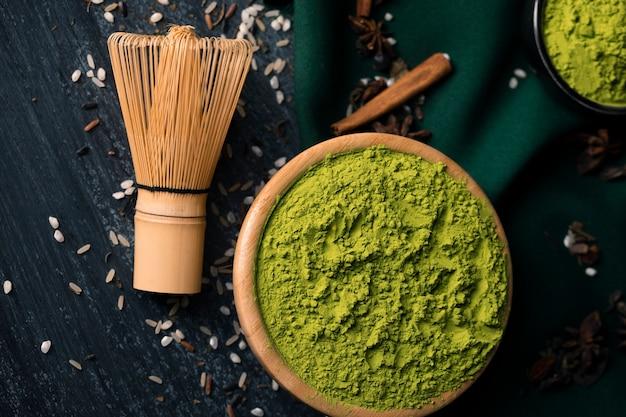 Primer plano de té verde en polvo Foto gratis